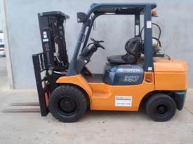 Toyota Container 3.5t Forklift with Fork Positioners - picture1' - Click to enlarge