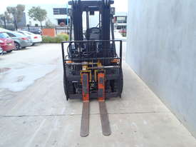 Toyota Container 3.5t Forklift with Fork Positioners - picture2' - Click to enlarge