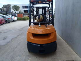 Toyota Container 3.5t Forklift with Fork Positioners - picture3' - Click to enlarge