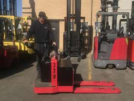 Rent Me - Electric Pallet Jack - capacity 2720 kgs - $75.00 per week plus gst - picture2' - Click to enlarge