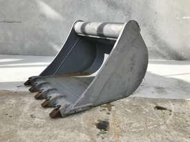 UNUSED 600MM DIGGING BUCKET TO SUIT 2-3T EXCAVATOR E027 - picture0' - Click to enlarge
