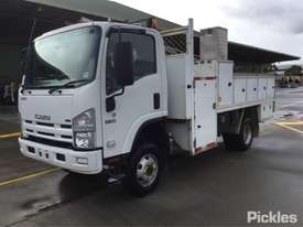 2010 Isuzu NPS300 - picture2' - Click to enlarge