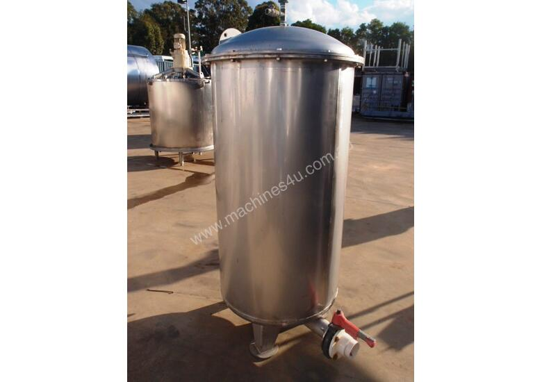 Stainless Steel Storage Tank (Vertical), Capacity: 500Lt